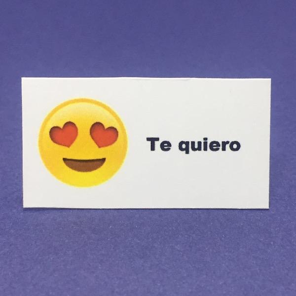 Etiqueta Emoji Corazones med 4,7cm x 2,6cm
