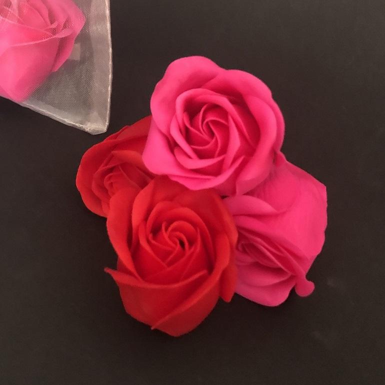 Rosas perfumadas decoradas. Ideal para celebraciones, bodas, comuniones, aniversarios. El Taller del Encanto. Cactus, suculentas. Tienda online